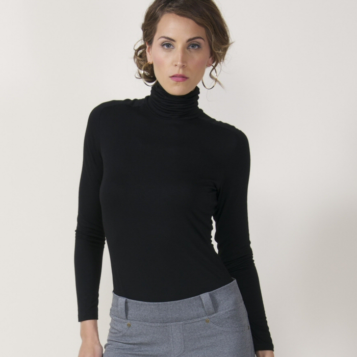 Carilyn Vaile Long Sleeve Turtleneck JerZey - White